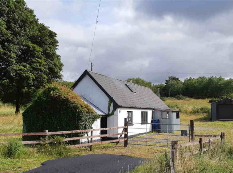 For Sale One bedroomed cottage on approx 7 acres REA McCarrick