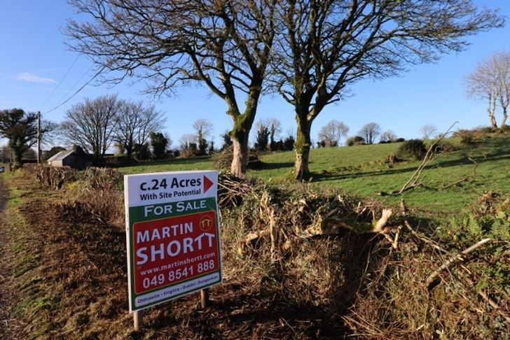 On the Market from Martin Shortt Auctioneers: 24 acre Small Holding In Top Quality Faming Heartland