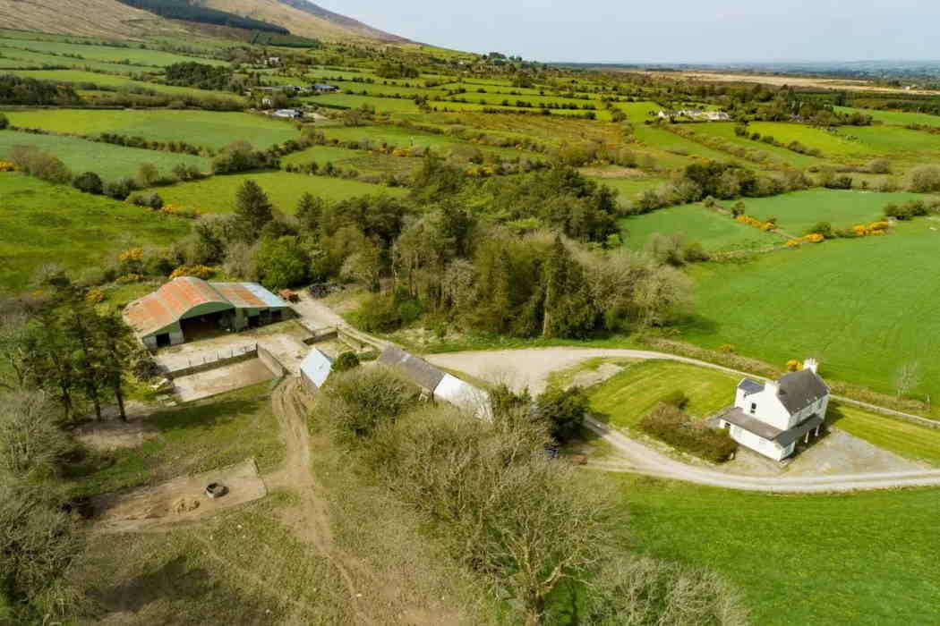 On the Market from Dick Pomeroy & Co.: 65 acre Farm in a Single Block with Traditional Farmhouse & Range of Outbuildings